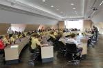 Sitzungsraum voll belegt