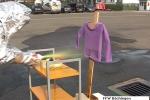 Versuch: Kinderkleidung und Brennpaste