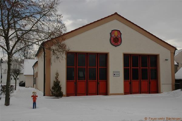 Die Entwicklung des jetzigen Feuerwehrgerätehauses zeigen wir Ihnen auf dieser Seite. Der Ausbau überspannt mehrere Jahrzehnte.